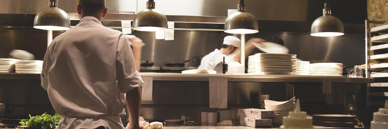 Auflagen Gastronomie Küche | Ordnung In Der Kuche Die Korrekte Lagerung Von Lebensmitteln In Der